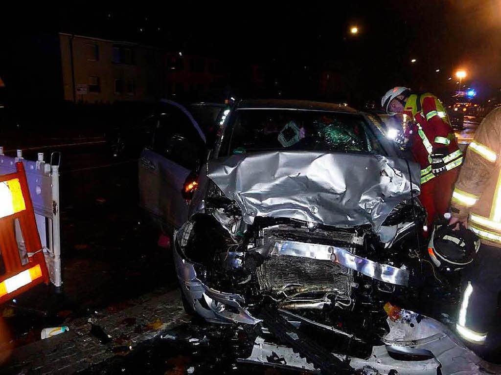 Schwerer Verkehrsunfall mit neun Verletzten auf der B 34