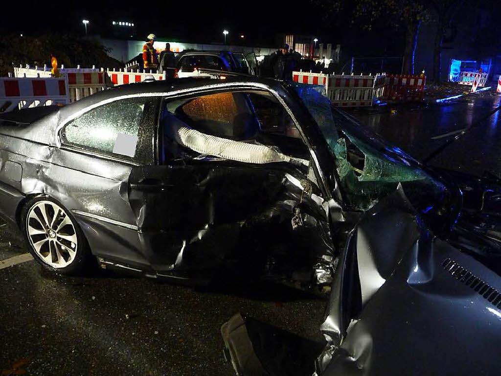 Bad Säckingen BW - Schwerer Verkehrsunfall mit 3 Beteiligten Fahrzeugen 9 verletzten Personen