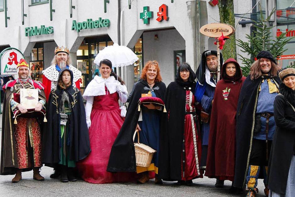 """Die Märchengruppe """"Grex Fabula"""" und die Spielleute Skadefryd sorgten für märchenhafte Stimmung in der Altstadt mit ihren Märchenlesungen und Bardengesängen (Foto: Marion Rank)"""