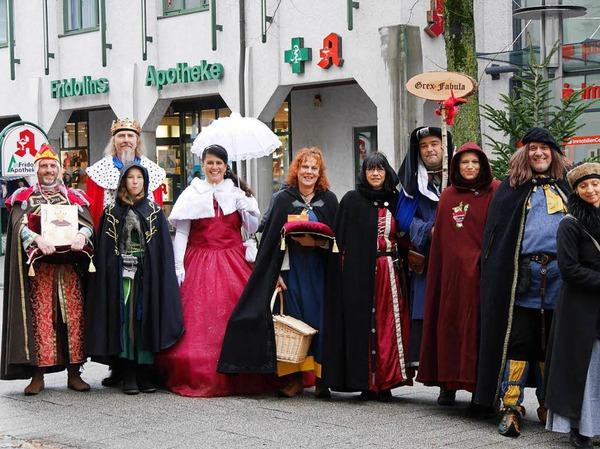 """Die Märchengruppe """"Grex Fabula"""" und die Spielleute Skadefryd sorgten für märchenhafte Stimmung in der Altstadt mit ihren Märchenlesungen und Bardengesängen"""
