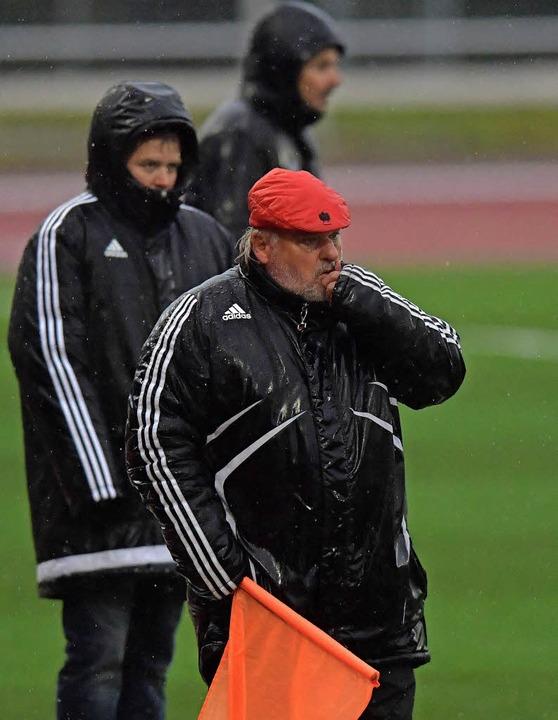 Das Wetter und der Spielverlauf im Hei...uerteam um Trainer Nils Boll (links).   | Foto: scheu