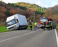 Lastwagen im Abseits blockierte B 317