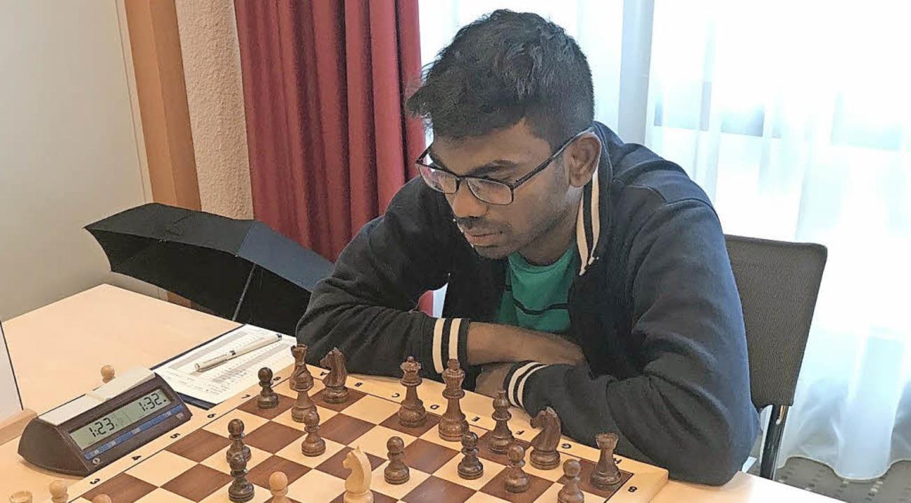 Premiere für den FCE an Brett eins: Sethuraman Panayappan   | Foto: Privat
