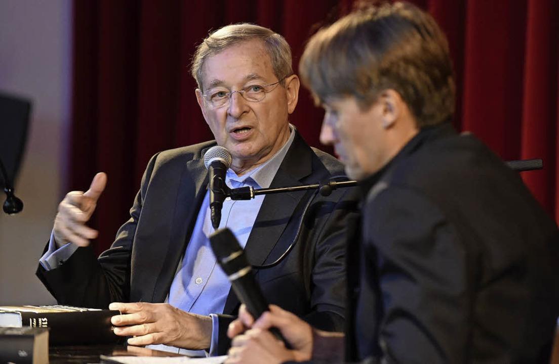 Péter Nádas (links) beim Freiburger Li...h im Dialog mit Aleš Šteger   | Foto: Rita Eggstein