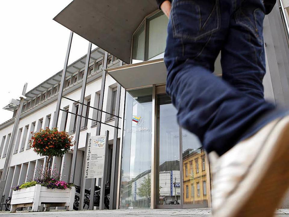 Anlaufstelle für alle Fragen rund um ö...tungsleistungen: das Lahrer Bürgerbüro  | Foto: Christoph Breithaupt