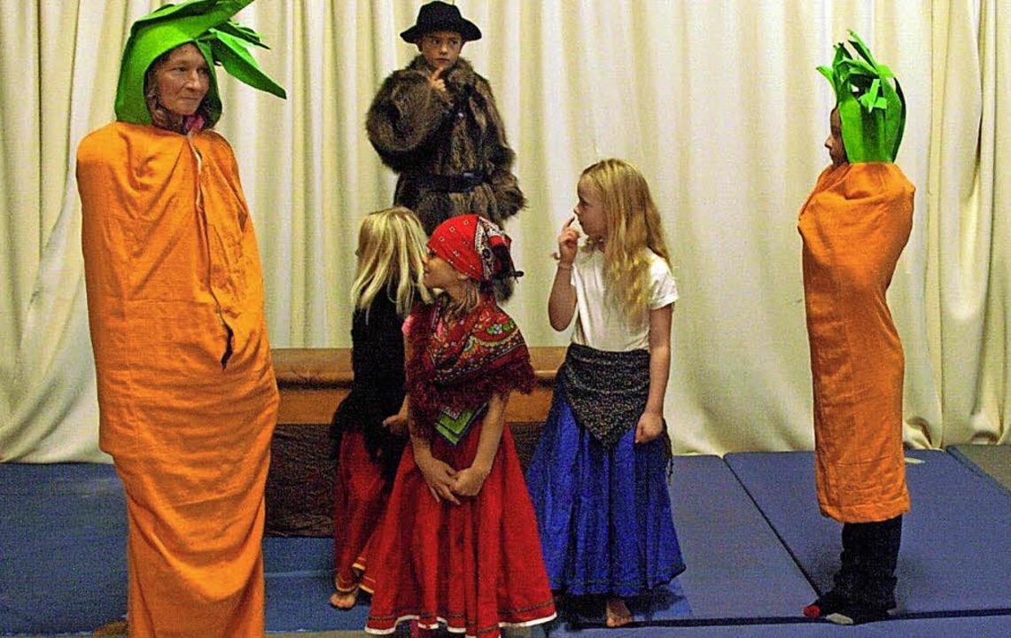 Die Theatergruppe führte im Pfarrsaal ... Das nächste Stück ist bereits fertig.  | Foto: Verein