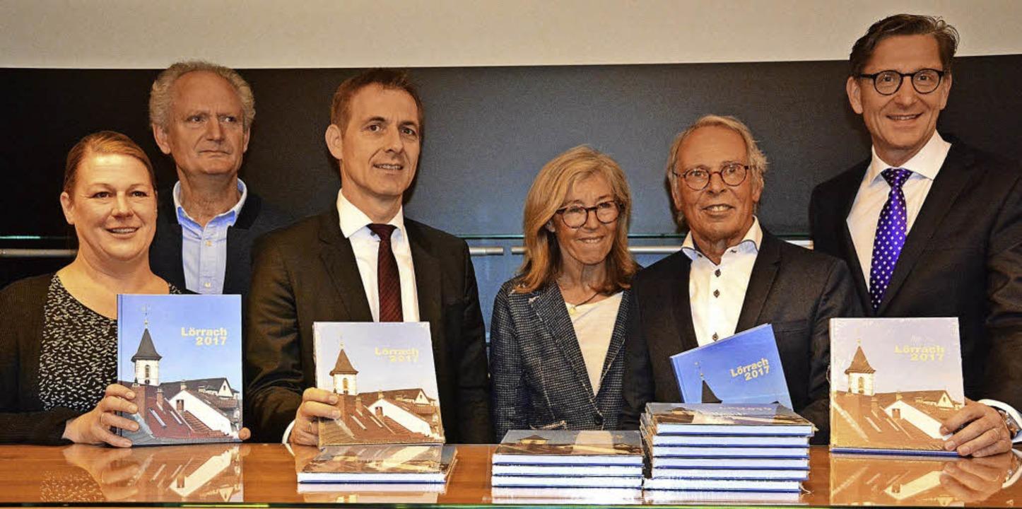 Herausgeber und Sponsoren mit dem Lörr...tz, Waldemar Lutz und Rainer Liebenow     Foto: Barbara Ruda