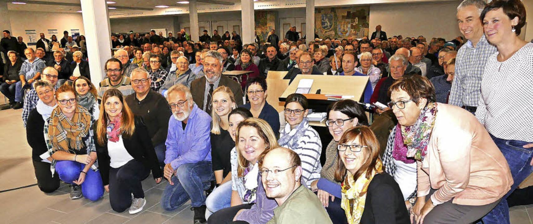 Rund 300 interessierte Bürgerinnen und...steam (im Vordergrund) zur Verfügung.   | Foto: Juliane Kühnemund