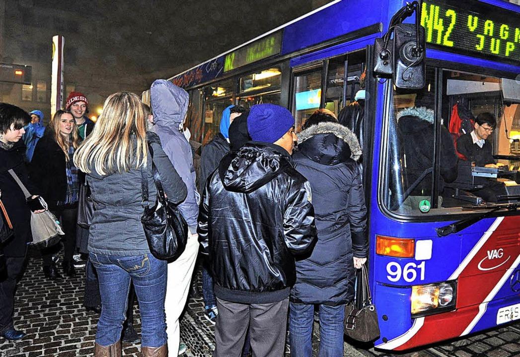 Nachtbusse, wie hier in Freiburg, sind...est, dennoch ist ein Bedarf vorhanden.  | Foto: Rita Eggstein