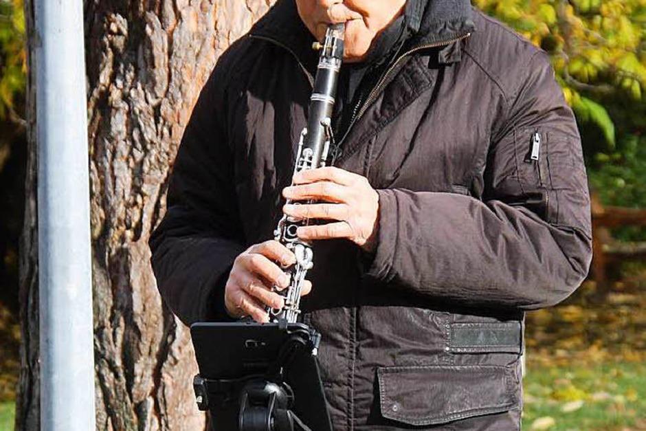 Ein Klarinettenspieler sorgte nicht nur mit weihnachtlichen Weisen für die richtige Stimmung. (Foto: Hans Jürgen Kugler)