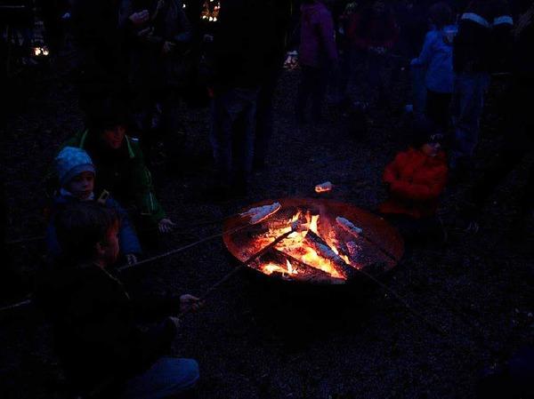 """Feurig ging es bei der Aktion """"Schlössle in Flammen"""" der Wehrer Pfadfinder auf der Burg Werrach zu."""
