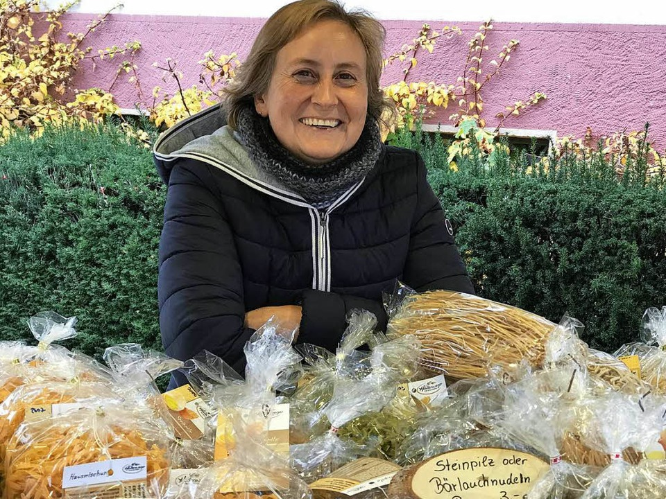 Susanne Hollenweger verkauft ihre Nudeln auf verschiedenen Märkten.  | Foto: Gebriele Hennicke