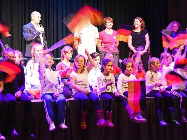 Nicht nur die Akteure auf der Bühne waren beim Herbstball im Rheinfelder Bürgersaal in Bewegung.