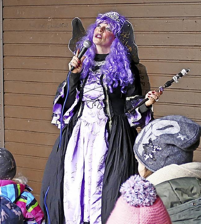 Märchenfee Alex Zane war in der Schlettstadtallee von Kindern umgeben.  | Foto: Sylvia Sredniawa