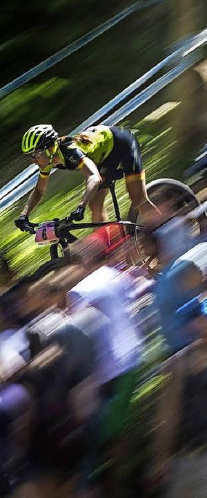 Rasant unterwegs: Mountainbikerin Adel...eteam aus der Schweiz in die Pedale.    | Foto: sportograf