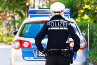 Bewaffneter Maskierter will Laden ausrauben, Angestellte schlägt ihn in die Flucht