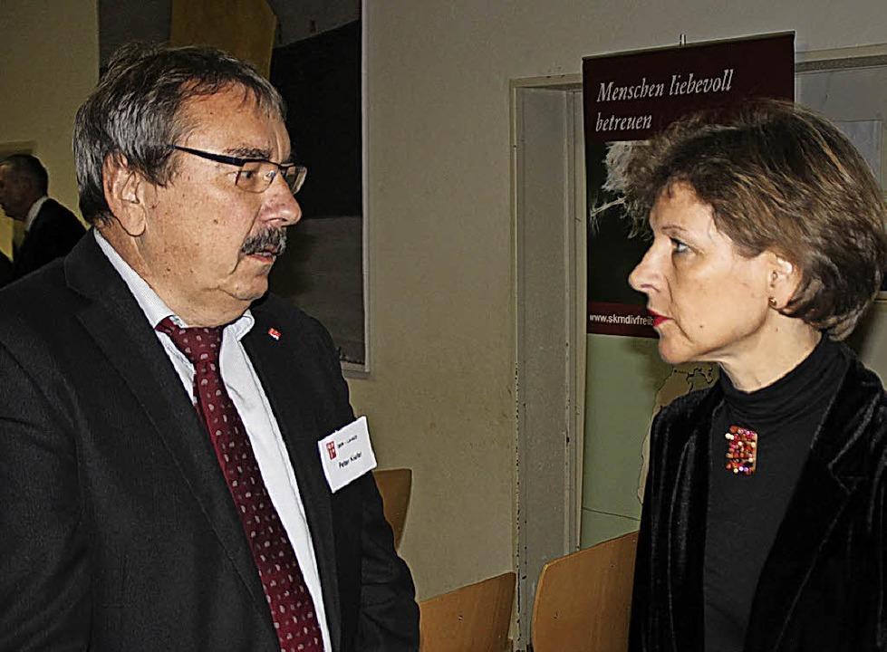 Landrätin Marion Dammann nutzte die Be...ch mit dem Vorsitzenden Peter Kiefer.   | Foto: Rolf Reissmann