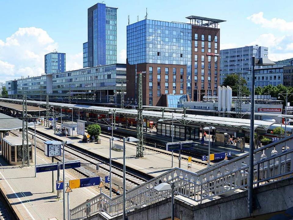 Der Angreifer floh mit dem Handy über die Stadtbahnbrücke    Foto: Rita Eggstein