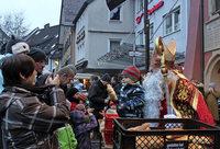 Mit Musik, lebendiger Krippe, Akrobatik-Clowns in Löffingen