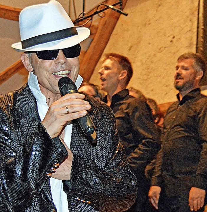 Als Gigolo verzauberte Peter Bolanz besonders die Damen im Saal.   | Foto: Gerhard Lück