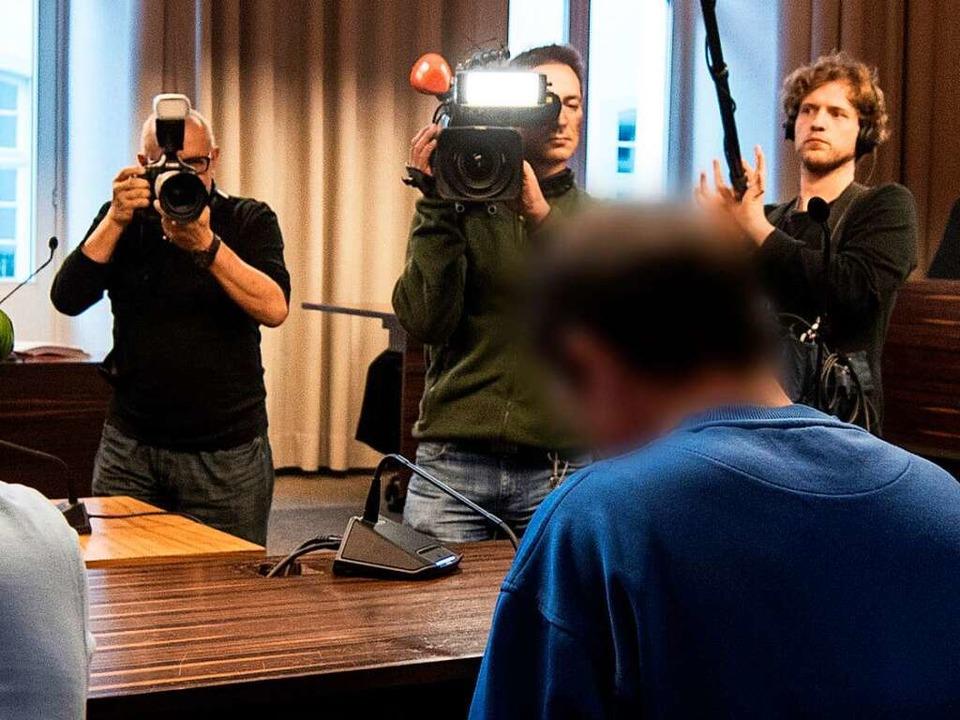 Catalin C. vor Prozessbeginn am Mittwo...verlesen, in dem er die Tat einräumte.  | Foto: dpa