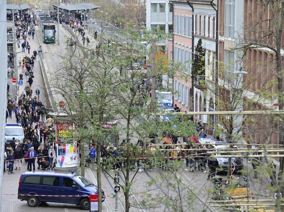 Nach Angaben der Polizei war der Mann ...nem Messer in Richtung Stadt gelaufen.  | Foto: Ingo Schneider