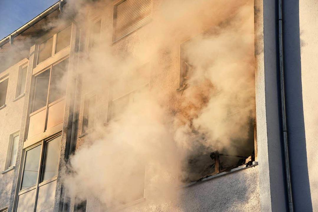 Brand in einem Wohnblock in der Lörracher Wintersbuckstraße  | Foto: Martin Eckert