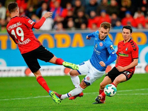 Der SC Freiburg kämpft und gewinnt gegen Mainz mit 2:1.