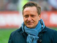 Köln buhlt um Horst Heldt / Messi verlängert