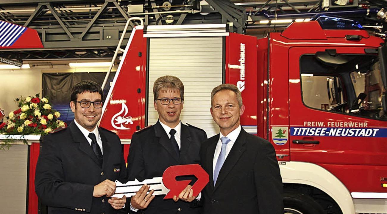Symbolische Schlüsselübergabe für die ... Rechts Bürgermeister Armin Hinterseh.  | Foto: Eva Korinth