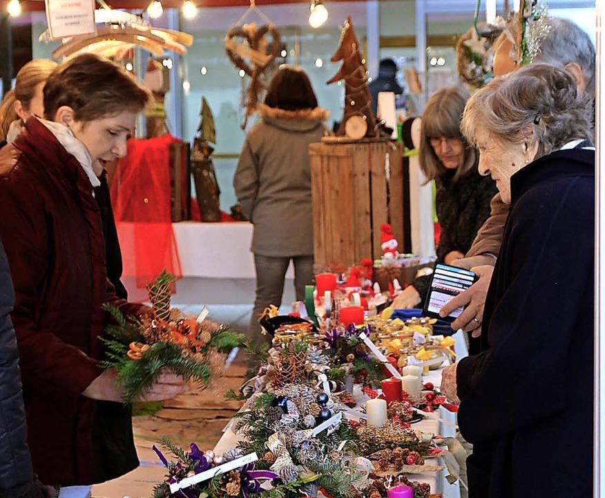 Die Gärtnerei des St. Josefshaus Herte...dem Adventsmarkt in St. Fridolin an.      Foto: Bartsch
