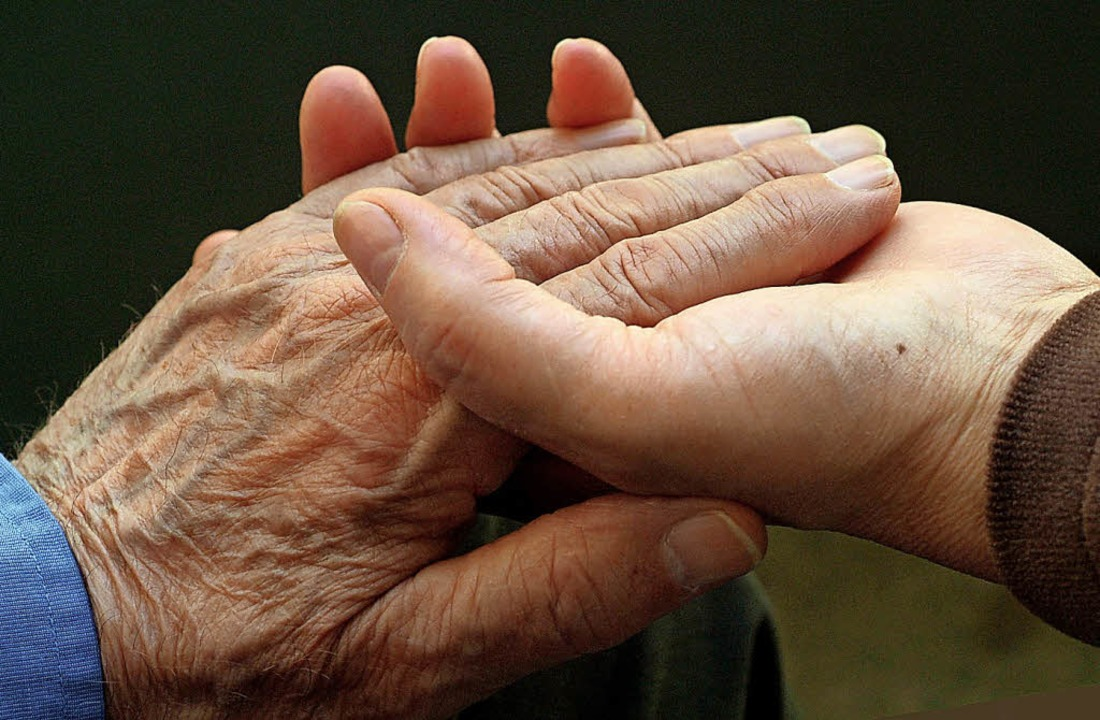Bei der Nachbarschaftshilfe stehen auch Ältere im Fokus.   | Foto: Symbolbild: dpa