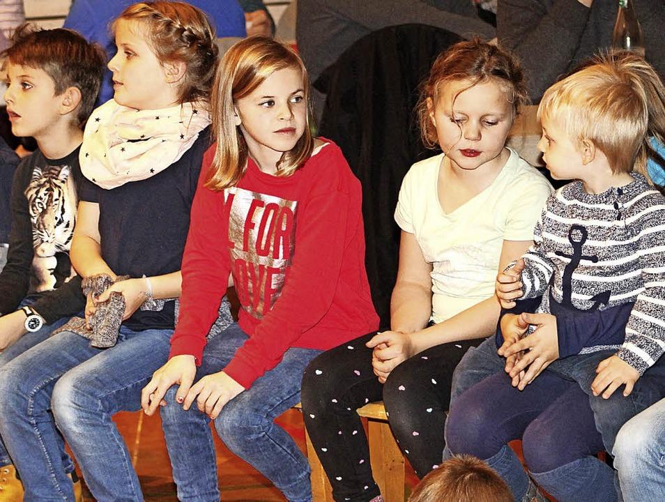 Die Kinder saßen am Sonntag in der ersten Reihe.  | Foto: Heiner Fabry