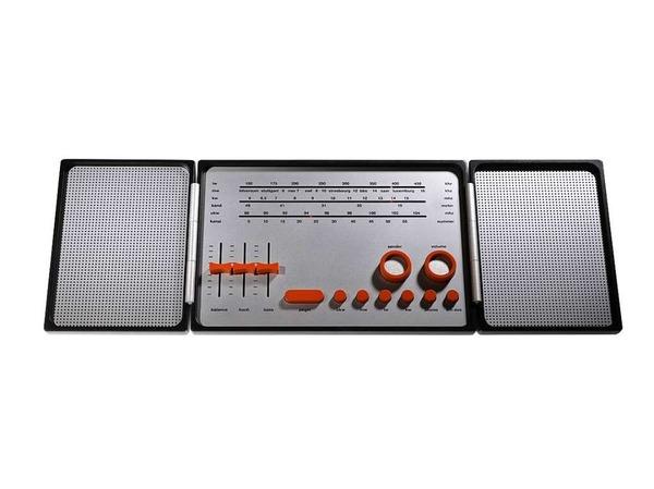 """Mit dem Design eines klappbaren Stereoradios gewann Esslinger den ersten """"Bundespreis Gute Form 1969"""". Das schon damals realistisch aussehende Modell bestand aus Kunststoff und Metall."""