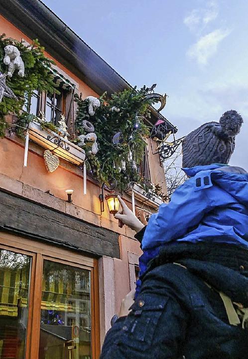 Da! In Colmar sind viele Häuser dekoriert.   | Foto: Silke Kohlmann