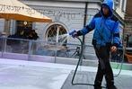 Fotos: Die Emmendinger Eisbahn wird aufgebaut