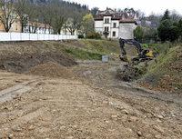 Bauarbeiten auf dem Gelände des Adelheid-Testa-Haus haben begonnen - nach zwei Jahren Stillstand