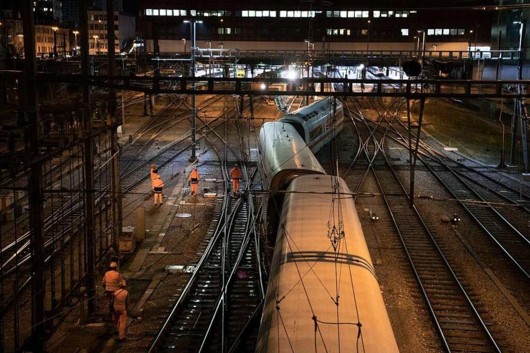 Der entgleiste Zug im Basler Bahnhof SBB  | Foto: dpa