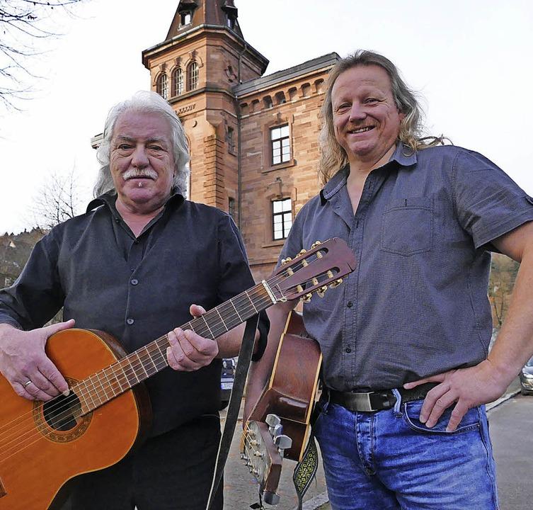Jeannot und Christian Weißenberger (di... Sonntag bei der BZ ihre neue CD vor.   | Foto: André Hönig