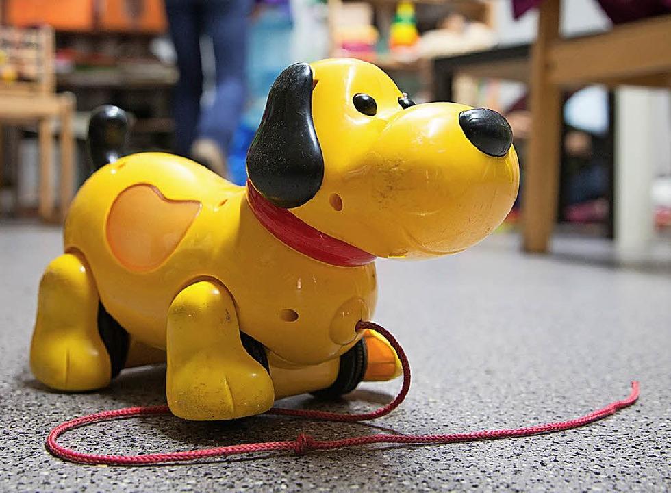 Damit es nicht langweilig wird, kann man auch Spielsachen mieten.  | Foto: dpa