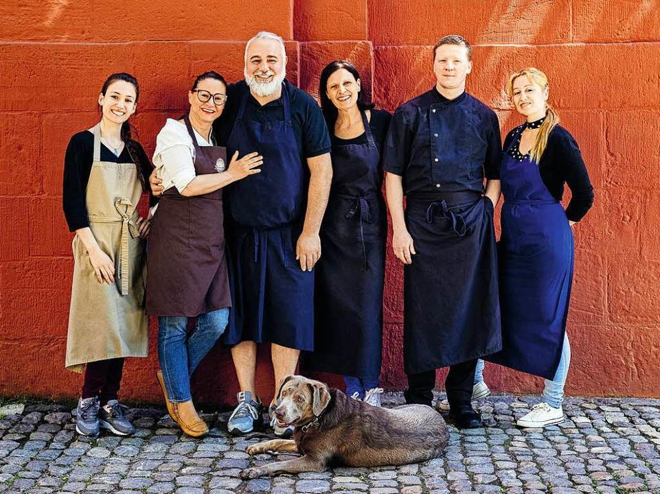Tobia Iannicelli mit einem Teil seines Teams des Freiburger d.o.c  | Foto: Michael Wissing