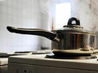 Soll man Nudelwasser salzen, bevor es kocht, oder erst danach?