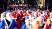 Fotos: Weihnachtsmann-Wettlauf in Liverpool
