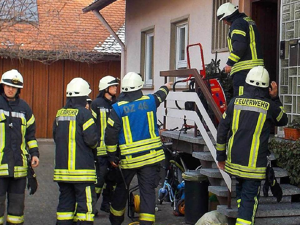 Mit einem Überdruckbelüfter befreite d...es Brandes das Wohnhaus von dem Rauch.  | Foto: Feuerwehr Denzlingen