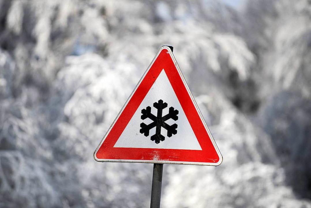 Auf die winterlichen Straßenverhältnis...ren nicht alle Autofahrer eingestellt.    Foto: dpa