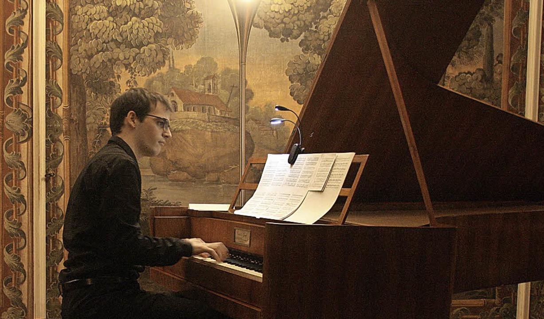 Der spanische Pianist Carlos Goikoetxe...ke von Franz Schubert und Franz Liszt.  | Foto: Hans Jürgen Kugler