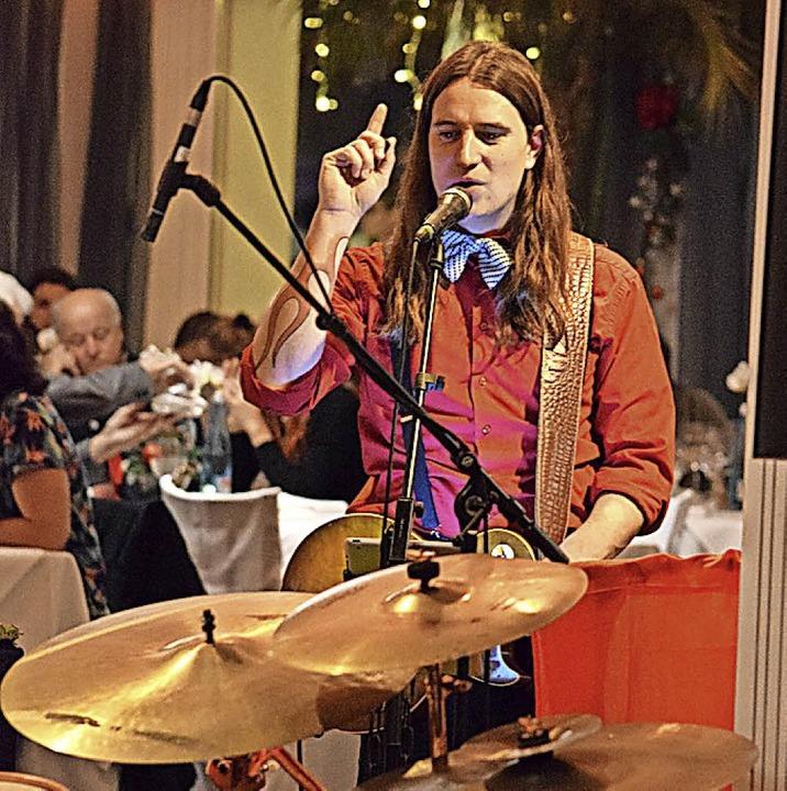 Aufgepasst: Die Musiker sorgten für Unterhaltungs- und Begleitmusik.  | Foto: Frank Schoch