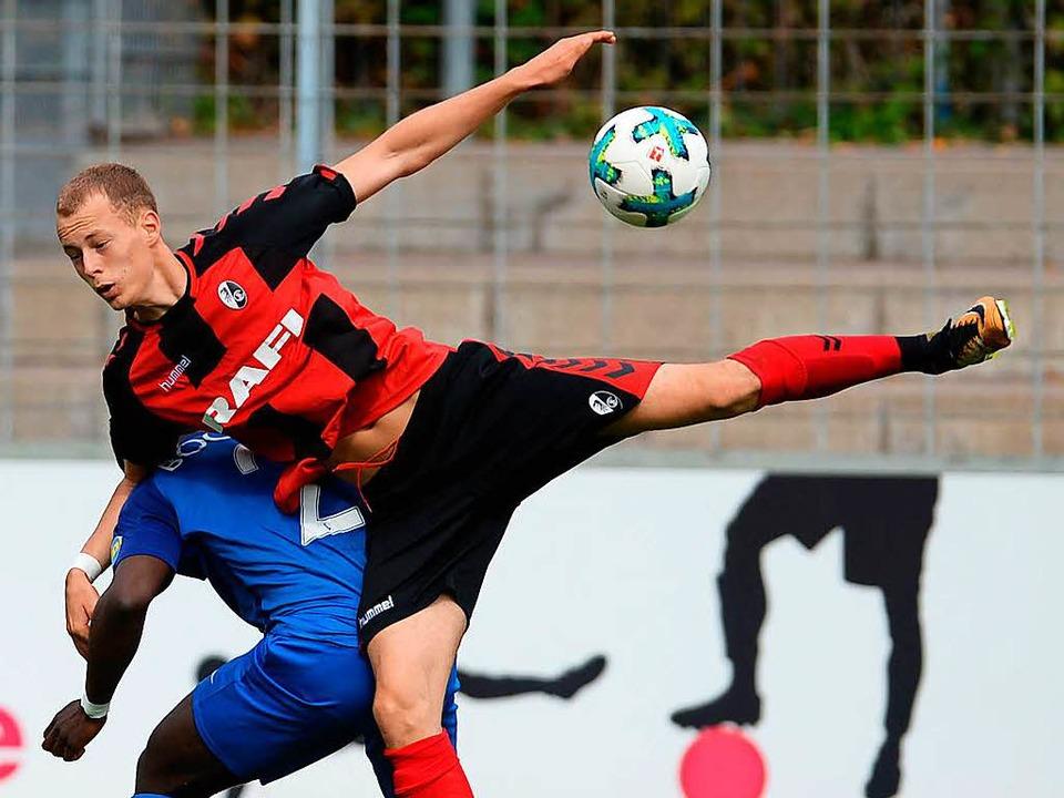Markierte den Siegtreffer für die Freiburger: Carlo Boukhalfa  | Foto: Patrick Seeger
