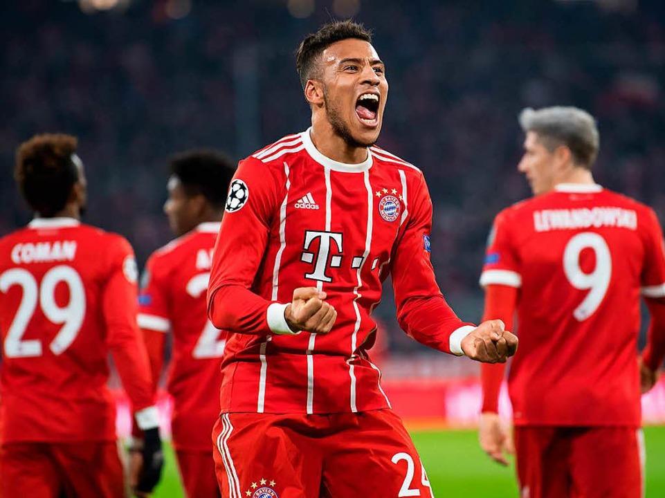 Bayerns Corentin Tolisso jubelt über sein Tor zum 3:1 gegen Paris.  | Foto: dpa