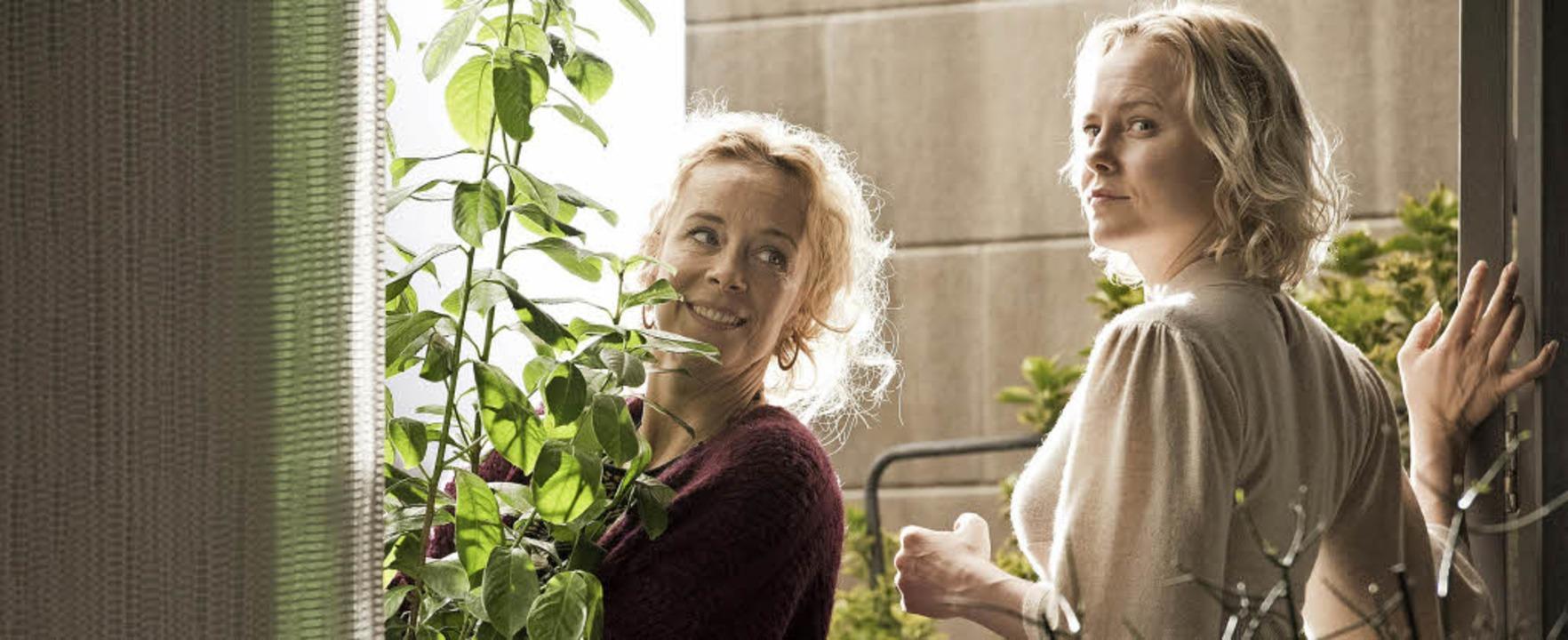 Ein ungleiches Paar: Maria (Katja Riem...links) und Jade (Ingrid Bolsø Berdal)   | Foto: Martin Valentin Menke, dpa